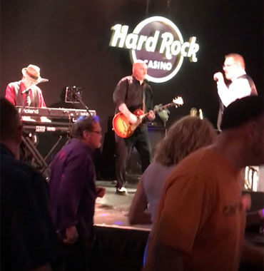 Hard Rock Cafe performance